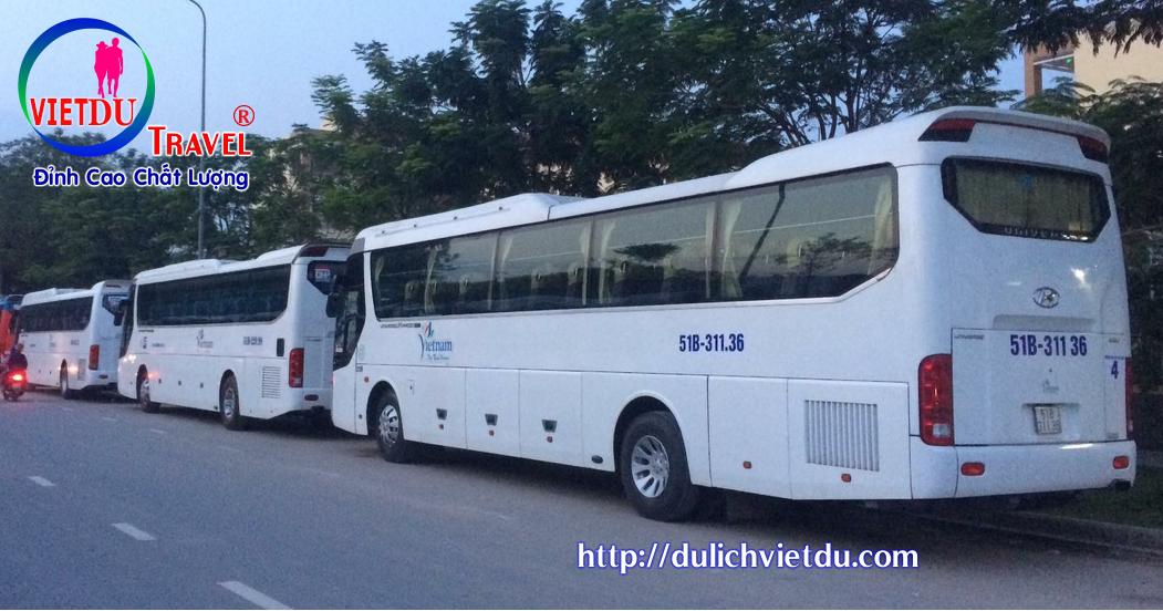 Xe 45 chỗ đón khách DL Việt DU