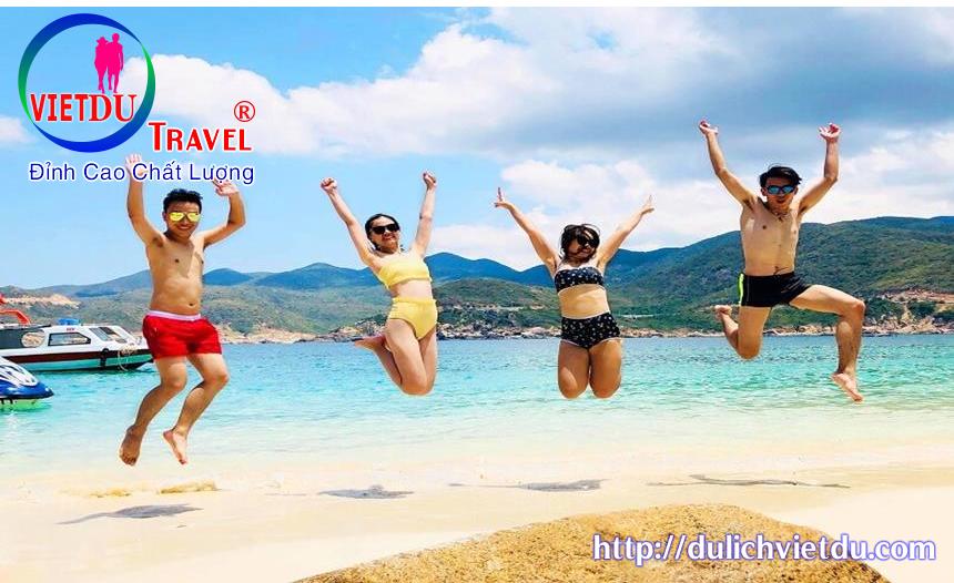 tự do tắm biển thỏa thích tại đảo