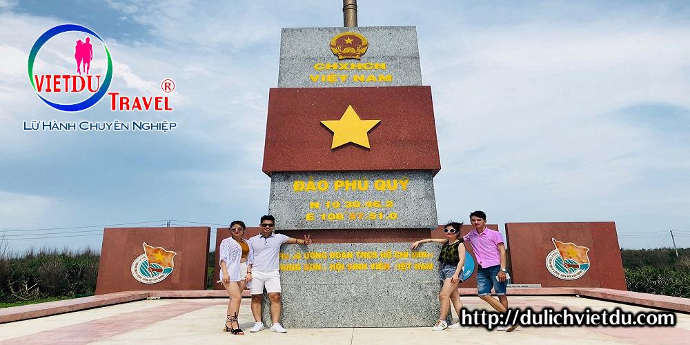 Cột cờ chủ quyền Phú Quý