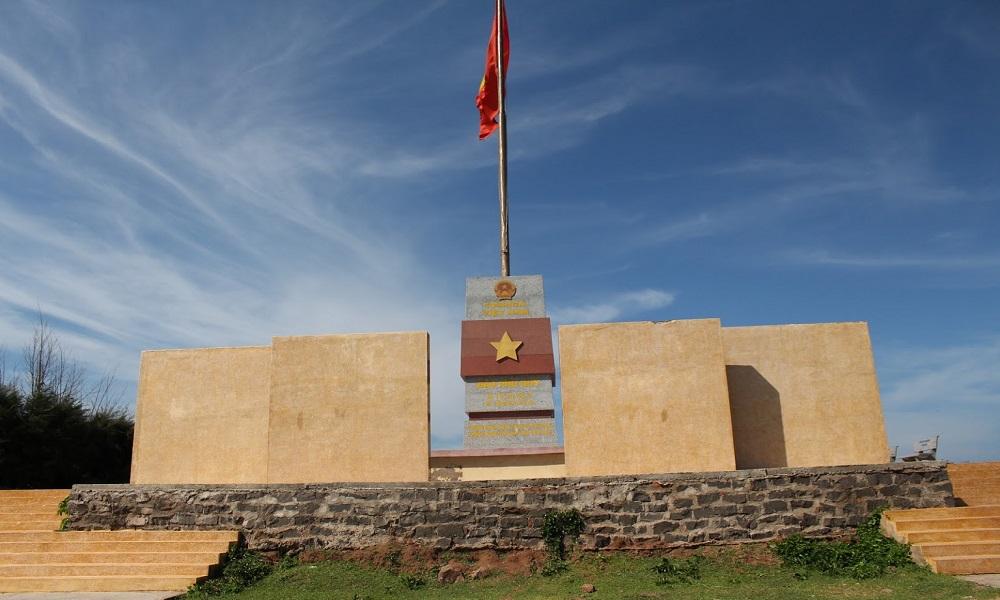 Cột cờ Phú Quý