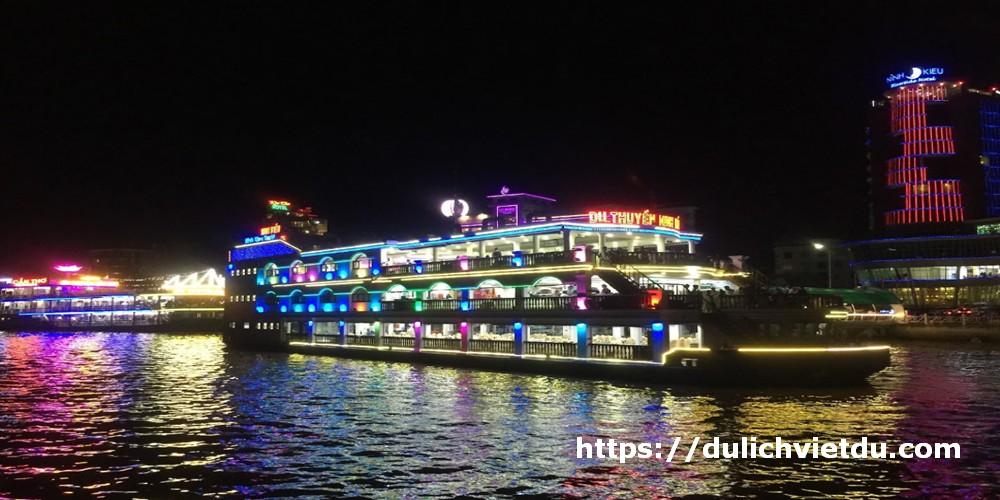 Du thuyền Ninh Kiều