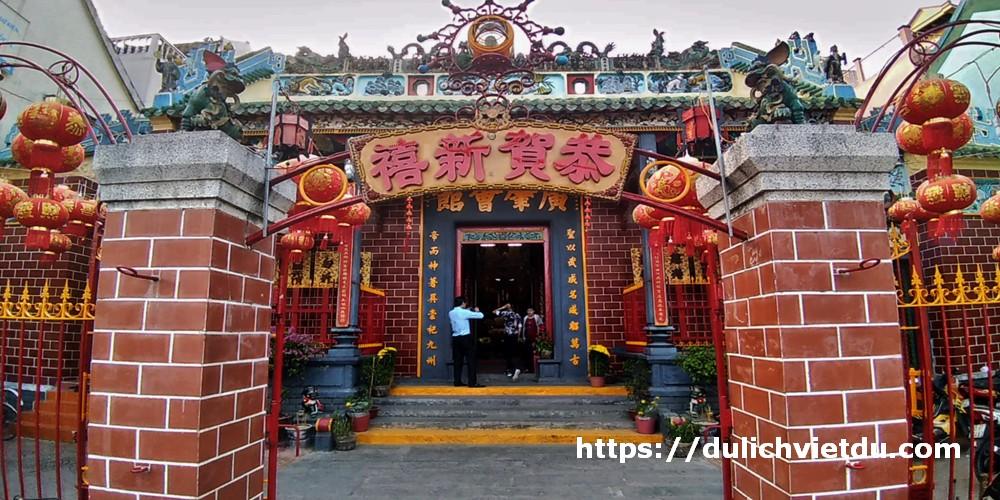 Tên gốc của chùa là Quảng Triệu Hội Quán – hội quán của người Hoa